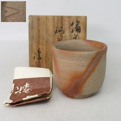 F168: High-class Japanese SAKE cup of BIZEN pottery by greatest Jun Isezaki. 2