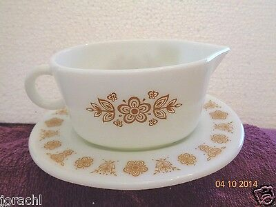 Vintage Pyrex Material Butterfly Gold Gravy Boat W/Underplate, Exc