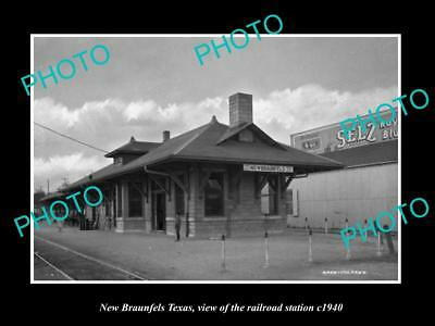 OLD LARGE HISTORIC PHOTO OF NEW BRAUNFELS TEXAS, THE RAILROAD DEPOT c1940