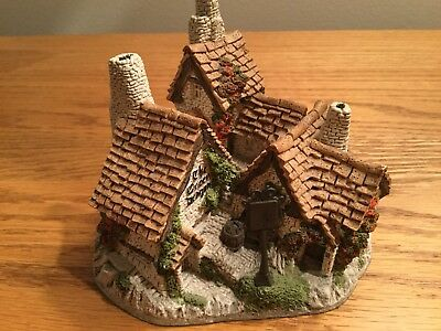 "David Winter Cottage ""Green Dragon Pub"" 1983 Hand Made And Handpainted 4"""