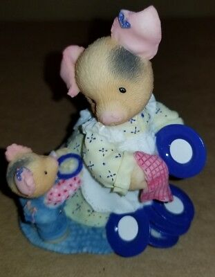 """Enesco TLP This Little Piggy 1997 Washing Dishes """"Dish One's For You Mommy"""" #31"""