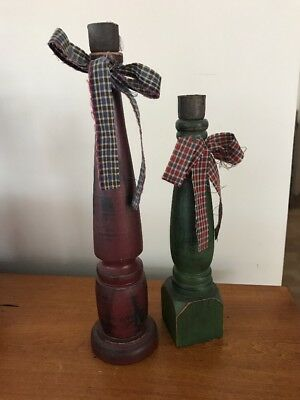 2 COUNTRY WOOD CANDLESTICKS HOLDERS Burgandy and Green