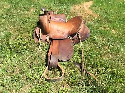 Nice Early Round Skirt Western Pleasure Saddle Fantastic Condition 4 Age