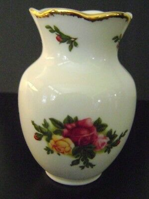 "Vintage ROYAL ALBERT 1962 Old Country Roses MINIATURE VASE 3.25"" Made in England"