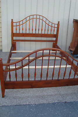 59370   Quality QUEEN Size Spindle Maple Bed with original wood side rails