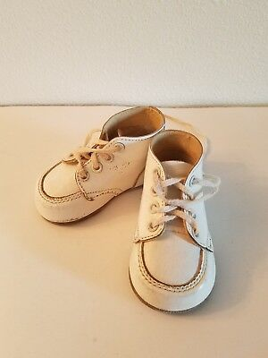 Buster Brown. Vintage Baby Shoes. 3b.