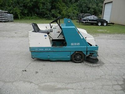 Tennant 235 Ride-On Floor Sweeper  scrubber 418  hours GREAT MACHINE