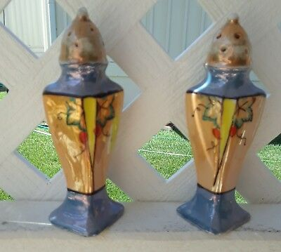 VINTAGE 1940s PAIR OF JAPANESE HAND PAINTED PORCELAIN SALT AND PEPPER SHAKERS