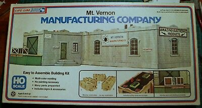 Life-Like 1/87 HO scale manufacturing factory.