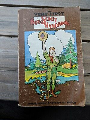 The Very First Boy Scout HandBook 1975 Reprint of the original 1911 Edition 400p