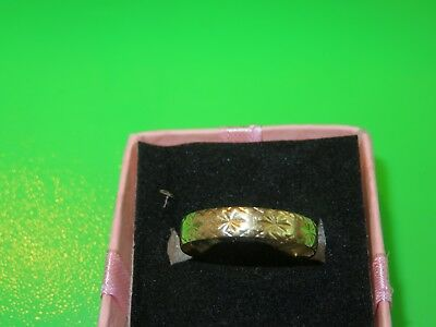 18Ct Stamped Yellow Gold Patterned With Stars Ring.  Vintage/?
