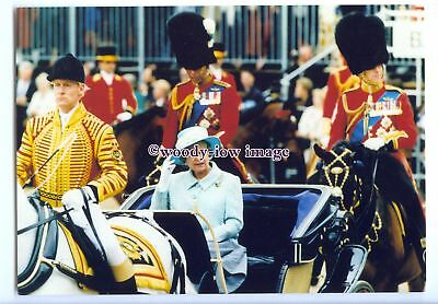 er0426 - Queen at Trooping the Colour, held on Sovereign's Birthday - postcard