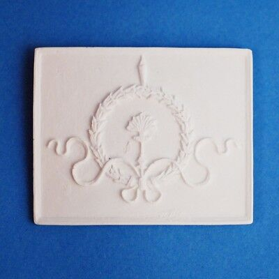 Dollhouse Miniature Wall Panel Ribbon Wreath 1:12 Scale Plaster