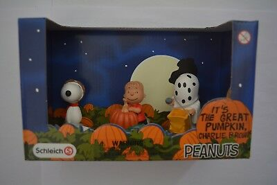 Schleich Peanuts Scenery Pack / Halloween 22015 Linus mit Snoopy