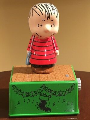 Hallmark 2017 PEANUTS Christmas Dance Party LINUS Figurine NWT
