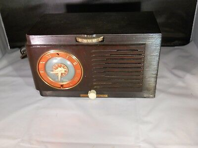 Vintage 1950's General Electric Radio Alarm Clock Model 66 in  WORKING CONDITION
