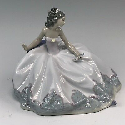 """Lovely Lladro Porcelain Figurine, """"At The Ball"""" #5859 Young Beauty in Ball Gown"""
