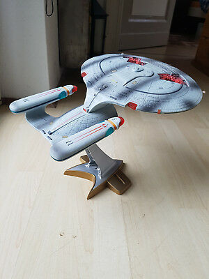 Star Trek Playmates Enterprise D Battle Damage 1994