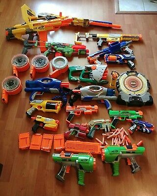 Huge LOT of 19 Nerf Guns Plus Extra Accessories +++++