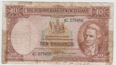 Banknote 1960 New Zealand 10 shilling showing Captain Cook series 4C 279456