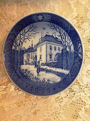 Vintage ROYAL COPENHAGEN Collector Plate 1975 THE QUEEN'S CHRISTMAS RESIDENCE