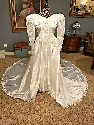 Vintage White Wedding Gown Long Puffy Sleeves Train Beaded Big Bow Lace Study