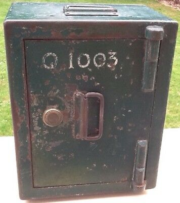 Old Vintage Strong Box By James Gibbons of Wolverhampton No Q1003 portable used.
