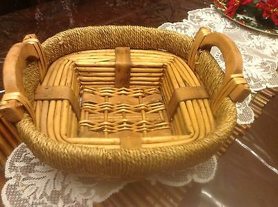 Vintage Jute Woven Wicker Basket / Serving Tray /bowl With Wooden Handle