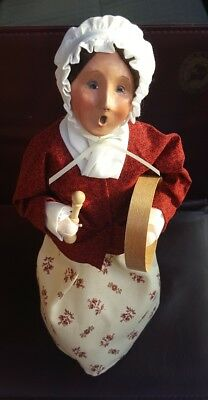 BYER'S CHOICE 2004 WILLIAMSBURG BALLADEER-WOMAN CAROLER W/tambourine drum