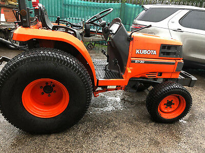 """Kubota ST30 Tractor Includes 60"""" Centre Cutter Deck & power highlift collector."""