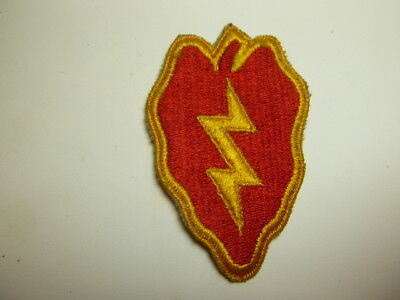 A     WW 2 U S Army 25th Division  Cut Edge Snow Back Patch