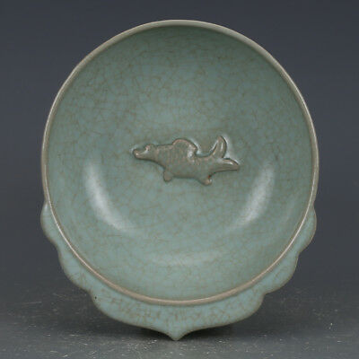 China old Porcelain Song ru kiln Celadon Glaze carving fish peach shape plate