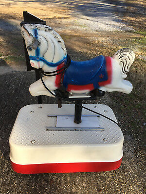 Small Horse Coin Operated Arcade Amusement Kiddy Kiddie Ride machine used N039