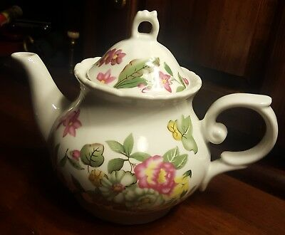 "Lovely Floral Victorian Style 7""×8"" Vintage Ceramic, Coffee/Teapot!! Use/Display"