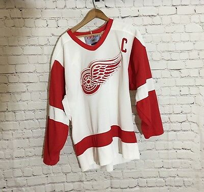NHL Steve Yzerman #19 Detroit Red Wings CCM Captain's Jersey, White Size Men's M