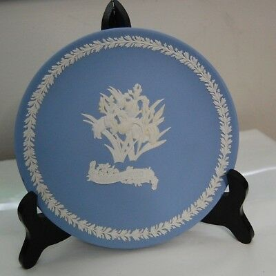 Iris Wedgwood Mother's Day Plate 1990 Made in England,  Stand included