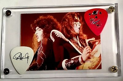 KISS Ace Frehley & Paul Stanley tour guitar picks / Alive card #33 display!!!