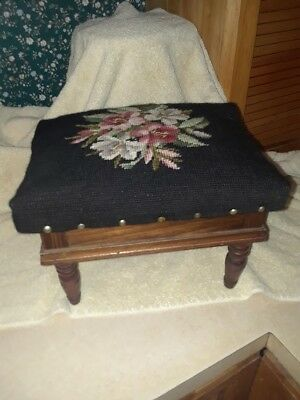 Vintage Foot Stool With Hinged Lid Storage Needle Point Cover