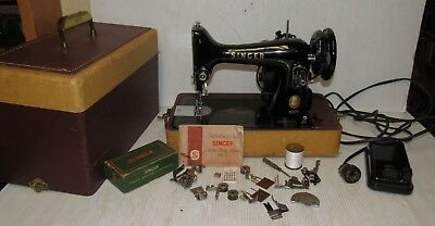 Vintage Singer 99 Portable Sewing Machine Model 99-31 w/Extras