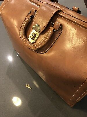 Vtg Antique Brown Tan Top Grain Leather Doctor Physician Bag with Key, Steampunk