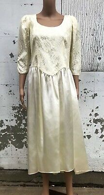 Vintage Wedding Gown Lace Bodice Royal Style Bridal Dress Fall Winter Bride