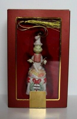 """Lenox """"a Grinchy Feast"""" Ornament And Made Of Fine China 2006"""