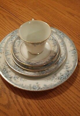 Noritake AVALON 30 piece setting for 6