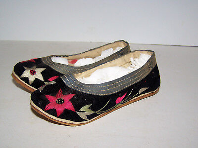 Rare Antique Child Size Asian Silk Embroided Slippers / Shoes Japan