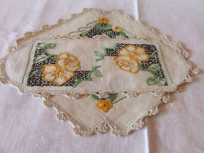 *WOW* Lovely Vintage Handmade Embroidered Linen Doilies Ex. Cond.