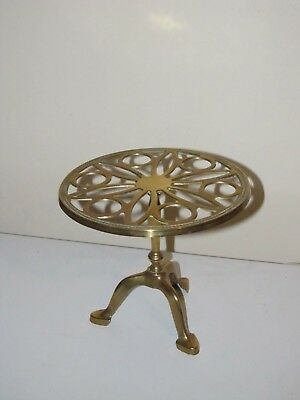 LARGE ANTIQUE VICTORIAN EDWARDIAN BRASS TRIVET KETTLE CAKE STAND 17cms Tall