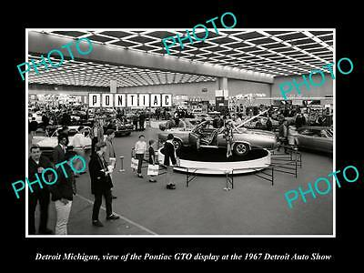 OLD LARGE HISTORIC PHOTO OF DETROIT MICHIGAN, THE SHOW PONTIAC GTO DISPLAY c1967
