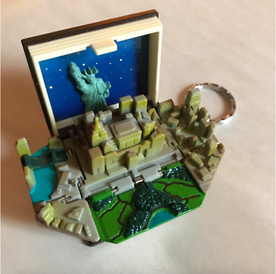 Vintage Takara Pop-Up Collectible 1995 Toy - NEW YORK STORY Book w/ Twin Towers.