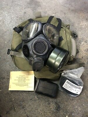 M-40 Gas Mask With Carrier and Extras Size Medium / Large Great Condition
