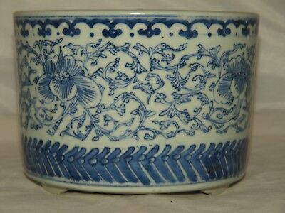 Antique Chinese Blue & White Porcelain footed planter / bowl